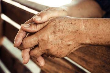 Taches de vieillissement sur les mains